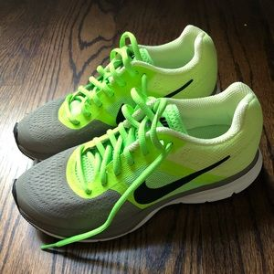 Nike WMN Air Pegasus Running Shoes 599392-300